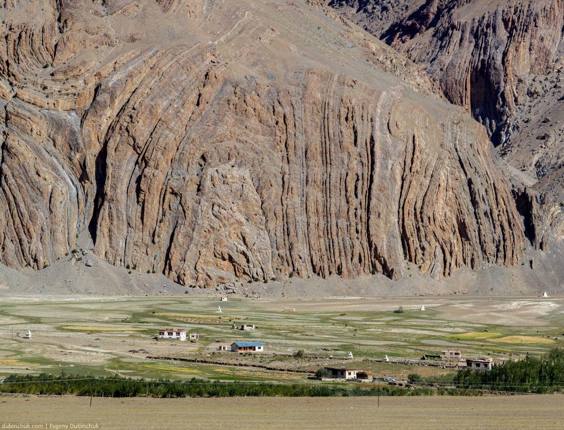 Деревня Ринам в долине Занскар. Индийские Гималаи