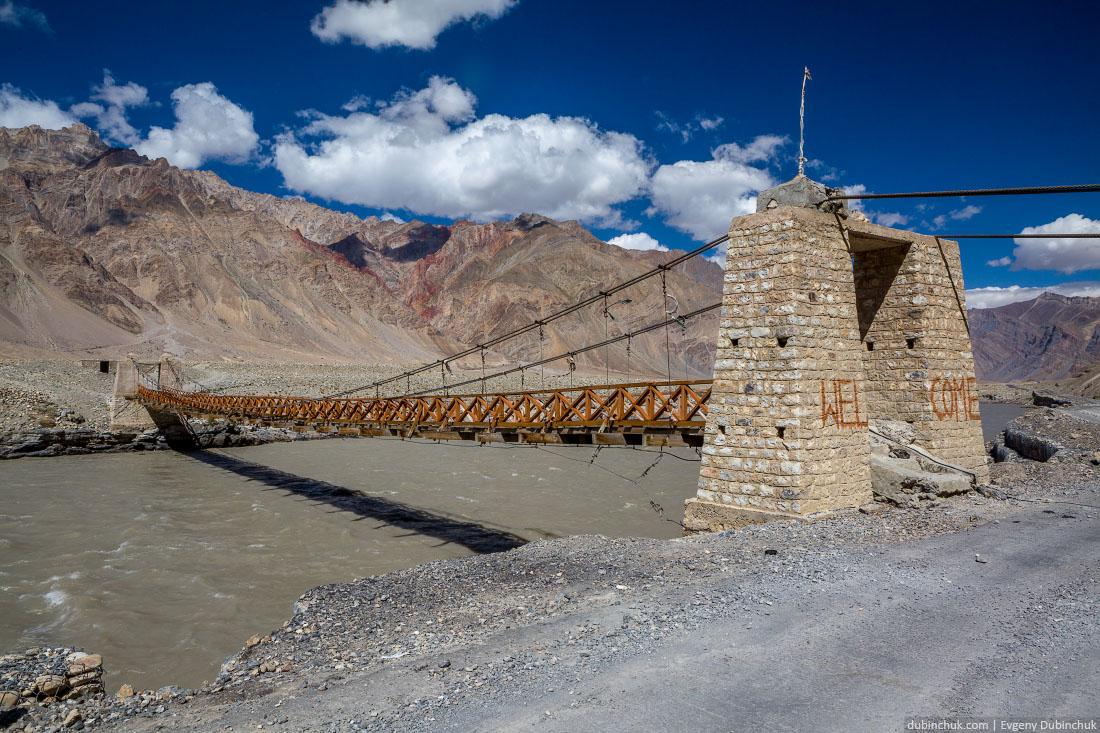 Мост через реку Занскар перед деревней Пишу (Pishu)