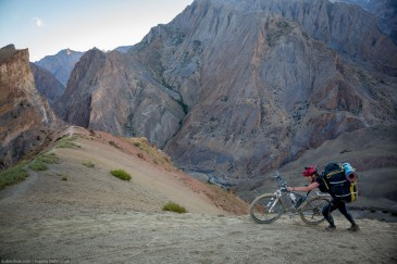 Hard cycling tourism in Zanskar, Himalayas