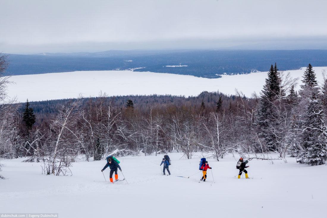 Лыжный поход. Подъем от озера Зюраткуль на Южном Урале