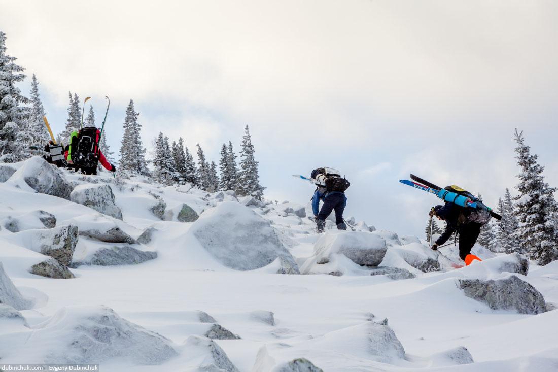 Подъем по курумнику на хребет Нургуш. Лыжный поход