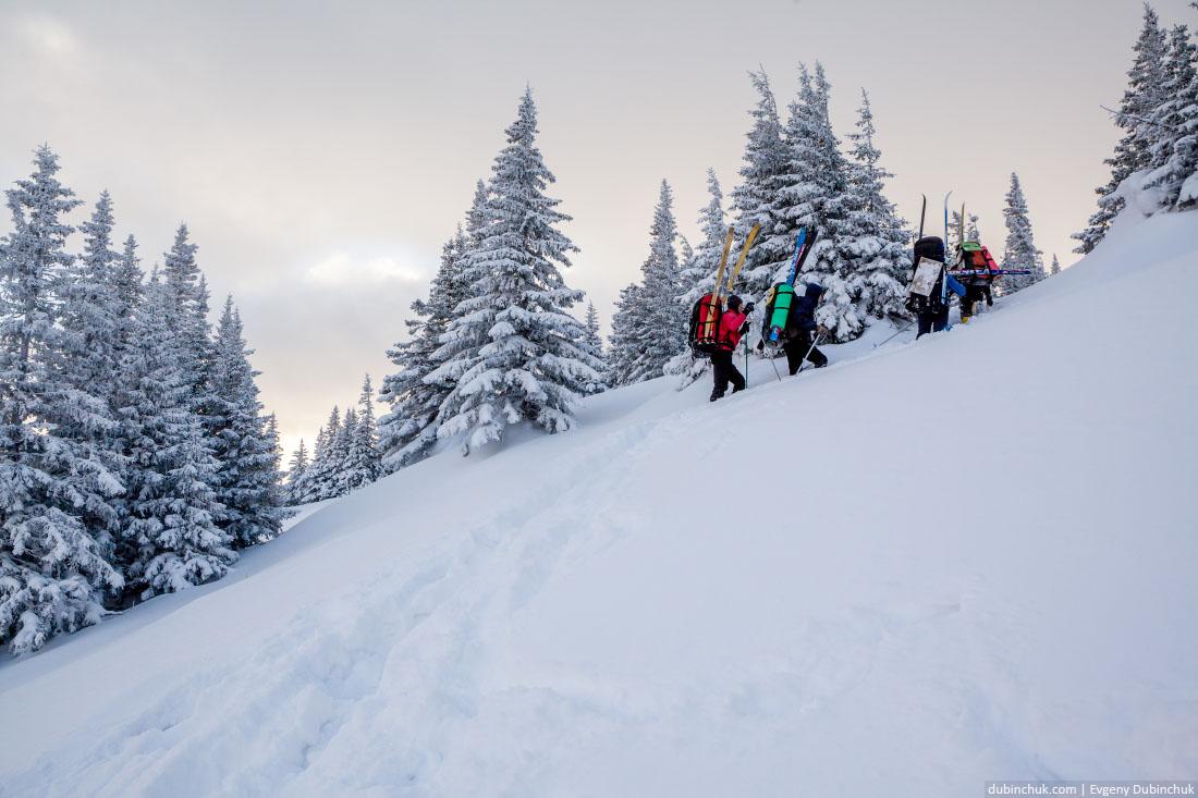 Крутой склон в лыжном походе преодолевается пешком