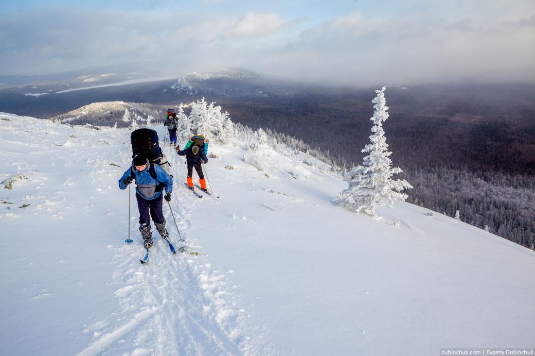 Подъем на гору. Лыжный поход