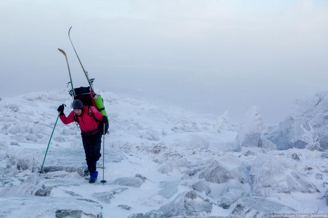 Подъем с лыжами на хребет Нургуш