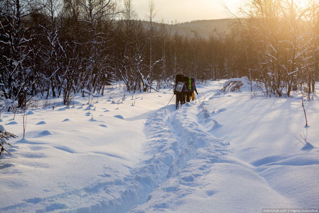 Тропежка в лыжном походе по Уралу. Закат.