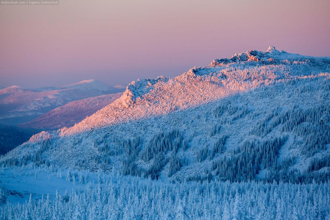 Красивейший закат на зимнем Урале. Вид с Большого Иремеля на Малый