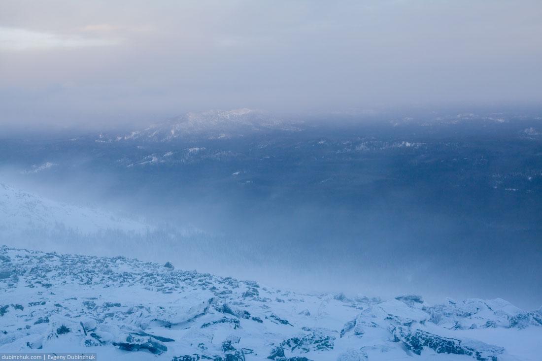 Суровые ветер на вершине Малого Иремеля. Южный Урал