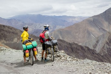 Two travelling cyclist in Himalayas
