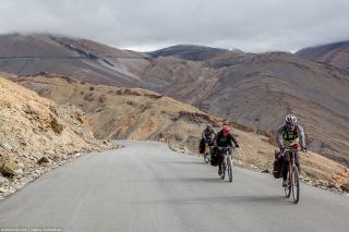Индийские Гималаи на велосипеде. Тангланг Ла (5328 м) - самый высокий перевал похода. Часть 11. Indian Himalayas by bike. Tanglang La Pass (5328 m). Part 11.