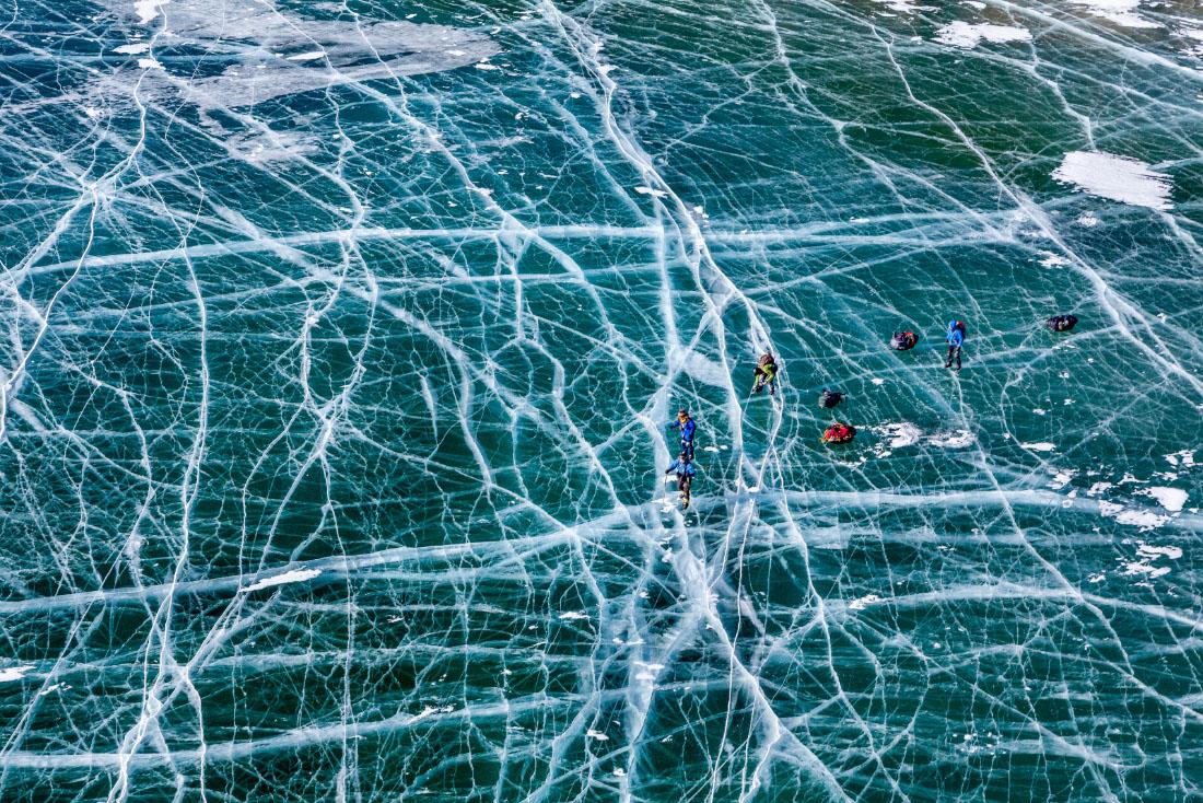 """По льду Байкала на коньках. Adme Photo Awards 2014. 3 место в номинации """"Радость путешествий""""."""