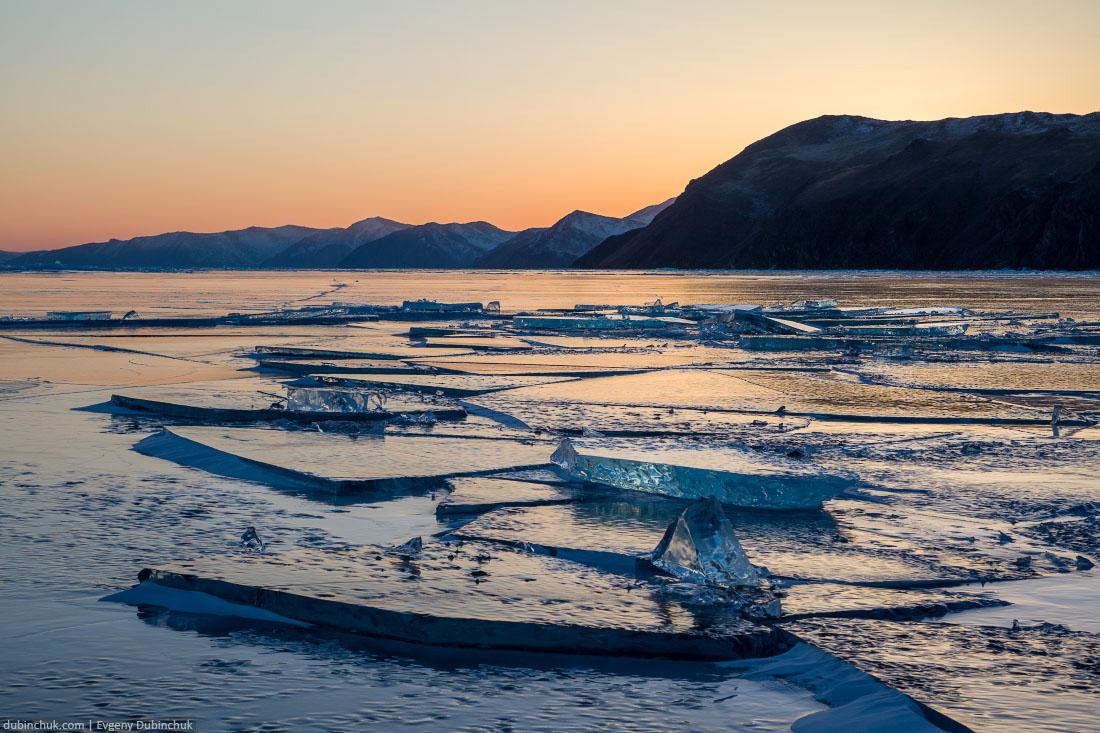 Закат на Байкале зимой. Льдины. Ice blocks at sunset. Baikal