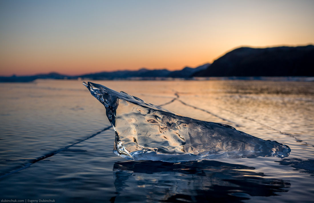Осколок льда на Байкале на закате. Fragment of ice at sunset on lake Baikal