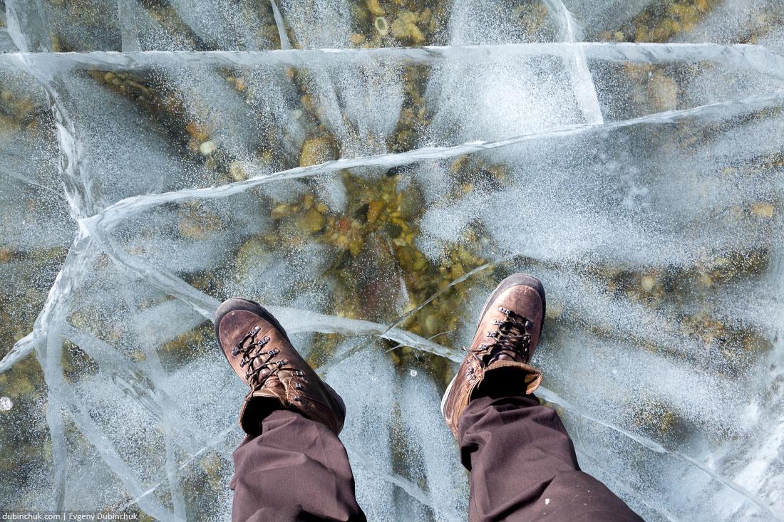 Прозрачный лед Байкала. Видно дно. Clear ice of lake Baikal