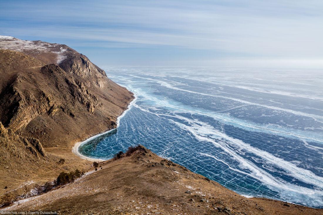Зимний Байкал с высоты птичьего полета. Огромное ледяное поле