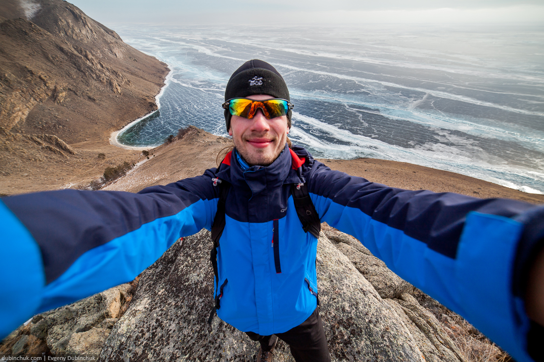 Сэлфи на фоне Байкала зимой с высоты