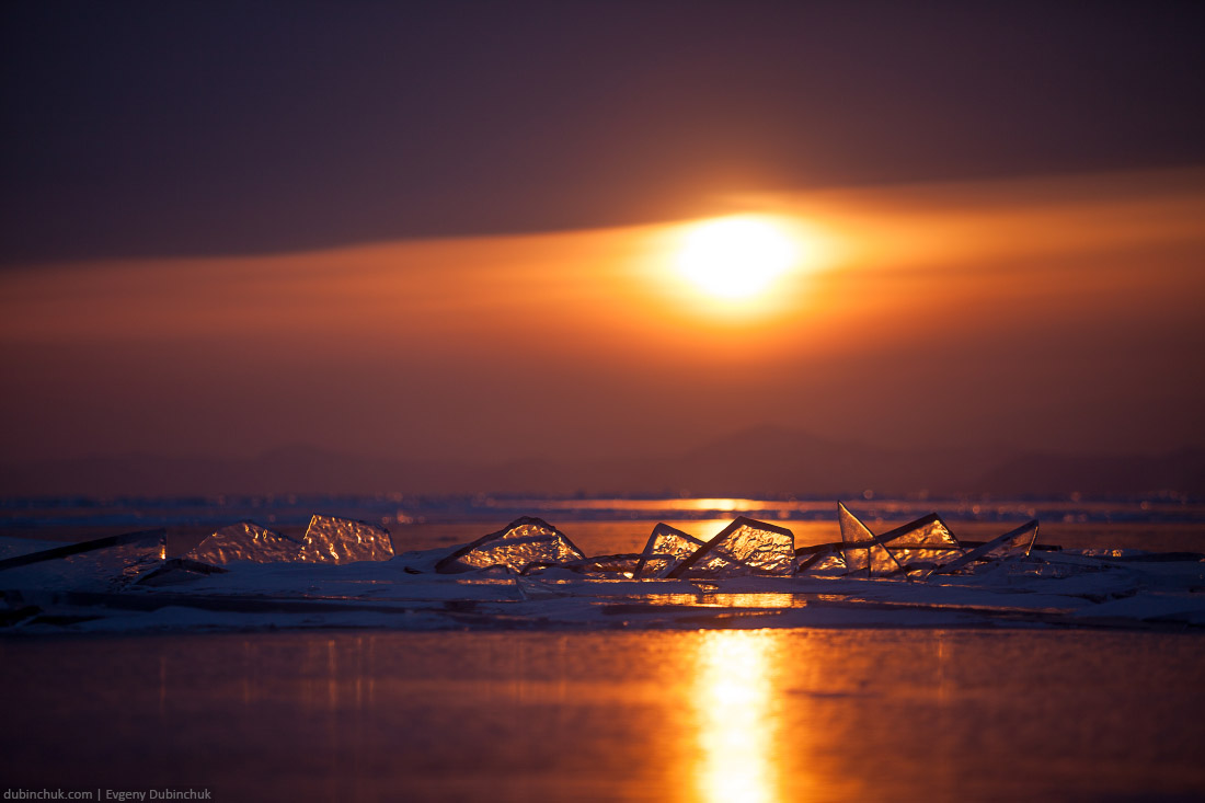 Байкальские торосы на закате. Ice hummocks at sunset on lake Baikal