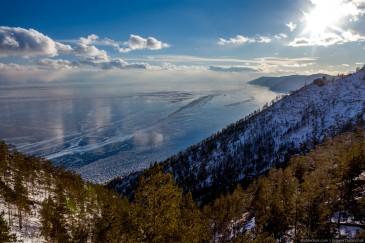 Байкал зимой. Вид со склона горы Жима - высшей точки Ольхона