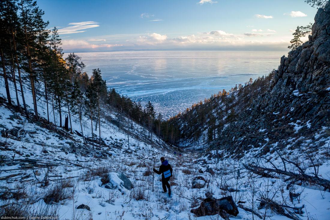 Спуск с горы Жима зимой. Байкал, остров Ольхон