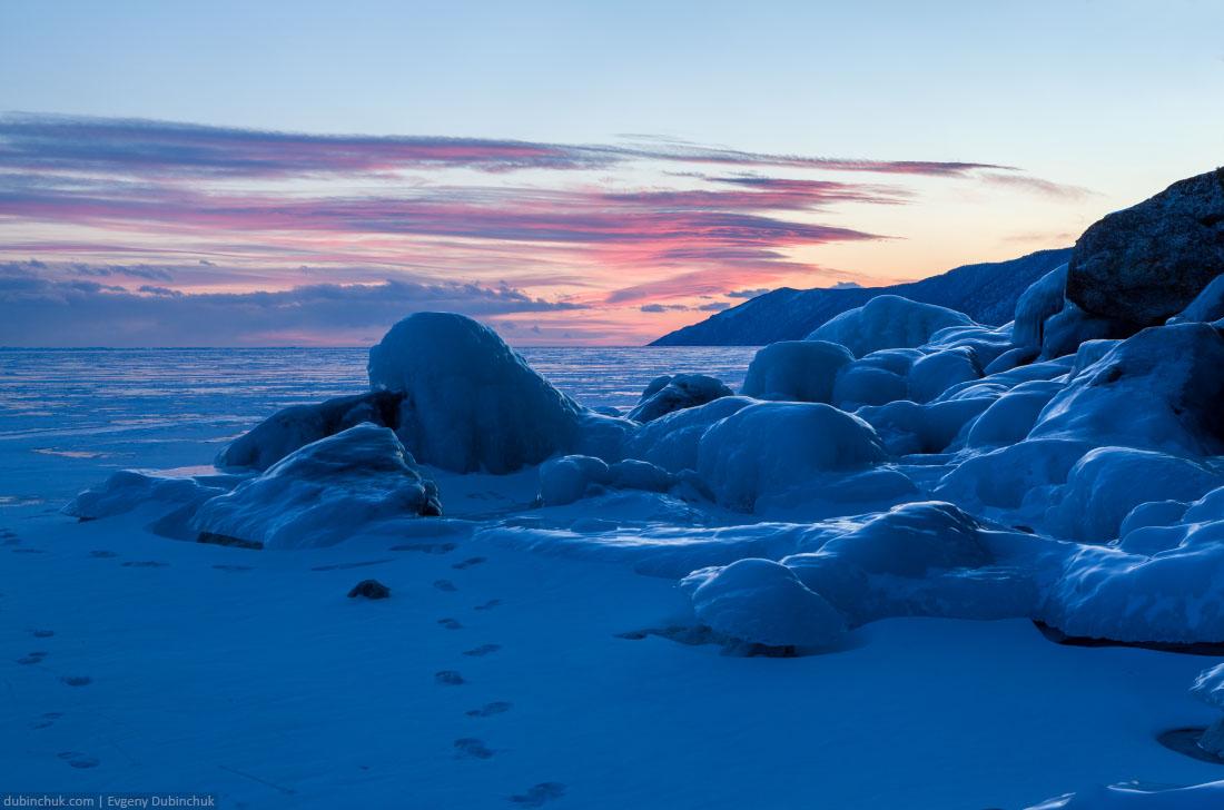 Сокуи - ледяные наплески на закате. Байкал, зима. Ice splashes on stones at sunset. Lake Baikal in winter