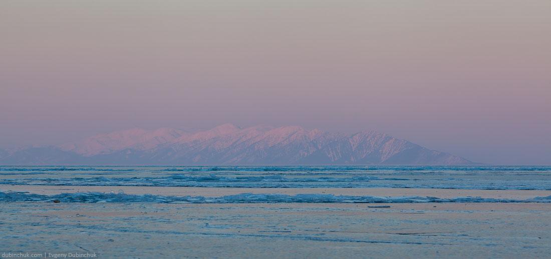Полуостров Святой нос на закате зимой. Байкал