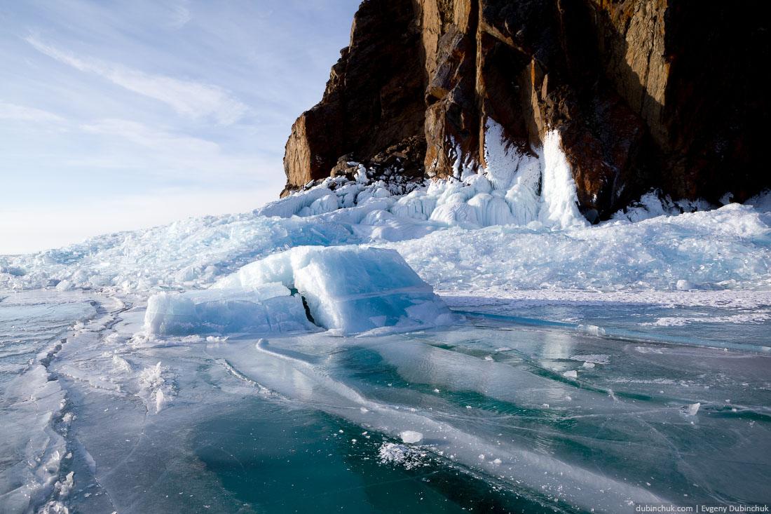 Глыбы льда на мысе Хобой. Байкал зимой