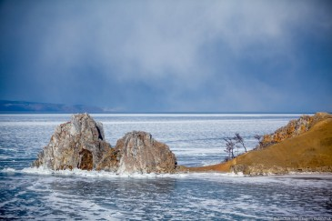 Мыс Бурхан, скала Шаманка зимой. Хужир, Ольхон, Байкал. Lake Baikal in winter. Shamanka rock, Khuzhir, Olkhon island