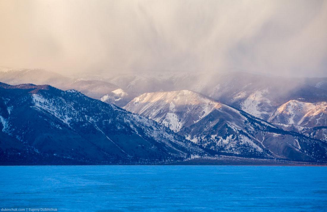 Байкал зимой. Вид на Байкальский хребет. Lake Baikal in winter