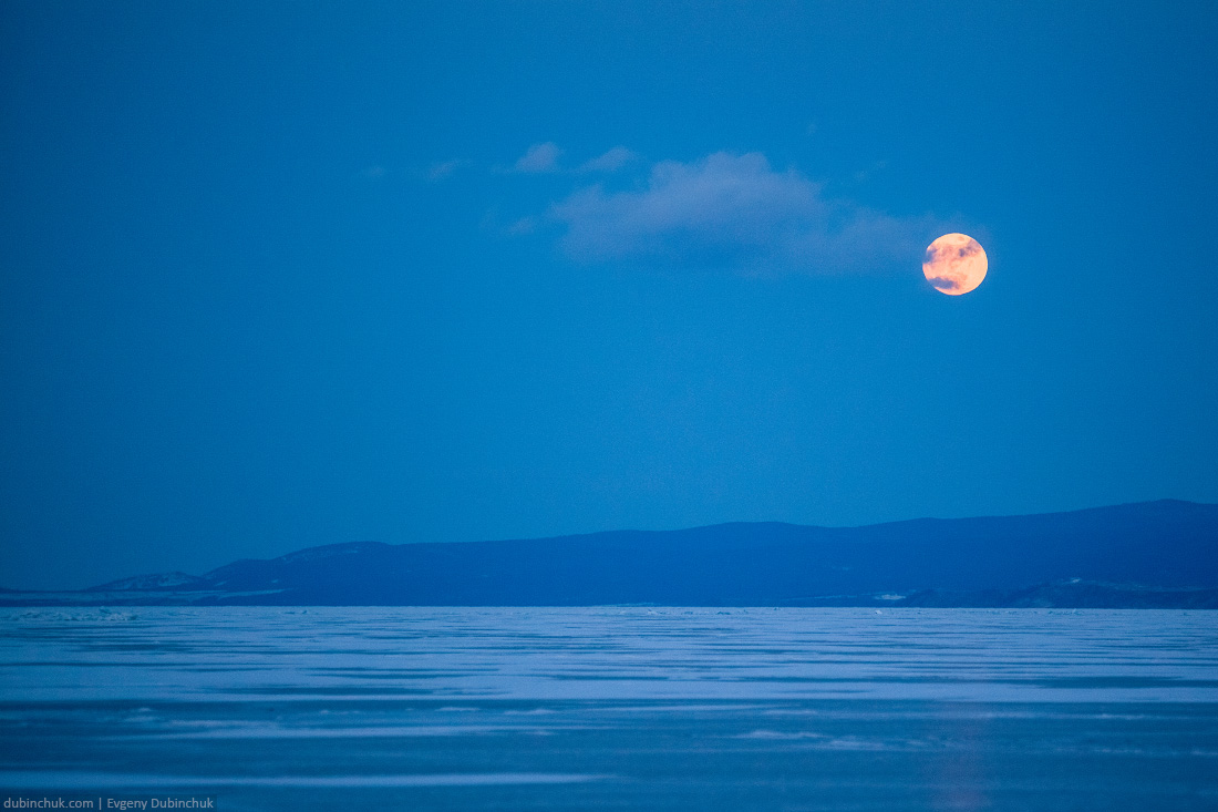 Луна на Байкале зимой. Moon on lake Baikal in winter