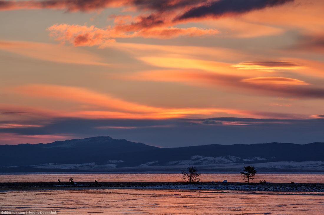 Оранжевый рассвет на зимнем Байкале. Orange sunrse on Baikal in winter