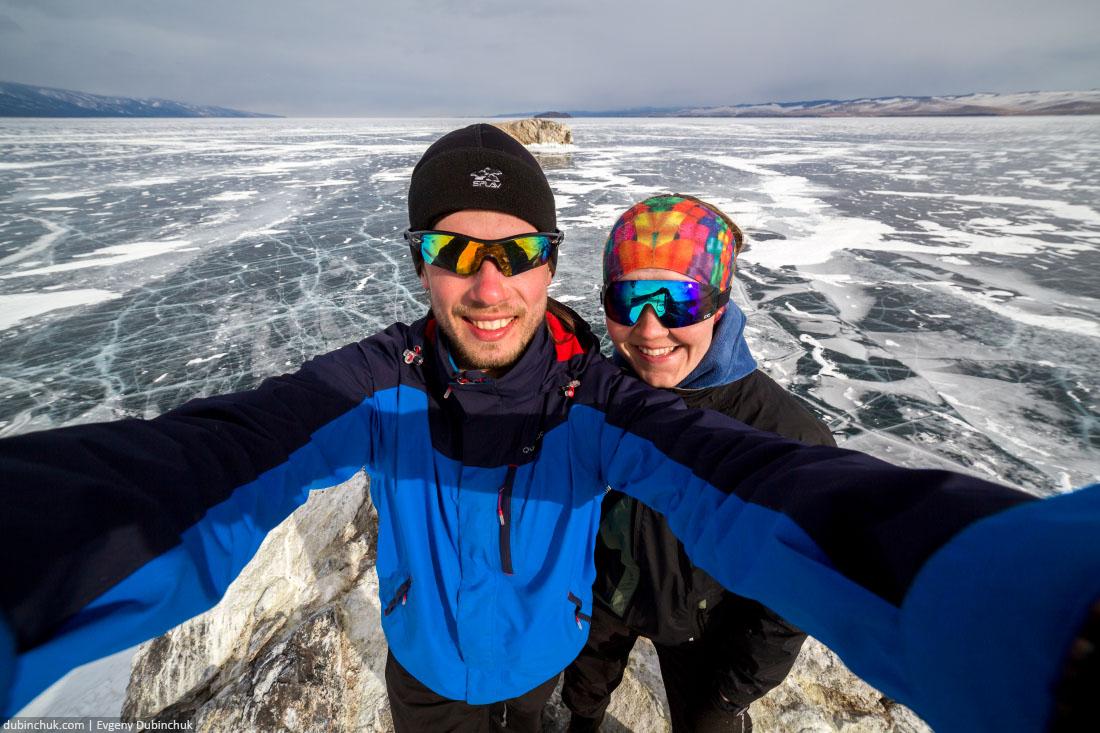 Сэлфи на фоне байкальского льда. Остров Ольтрек. Selfie at lake Baikal in winter