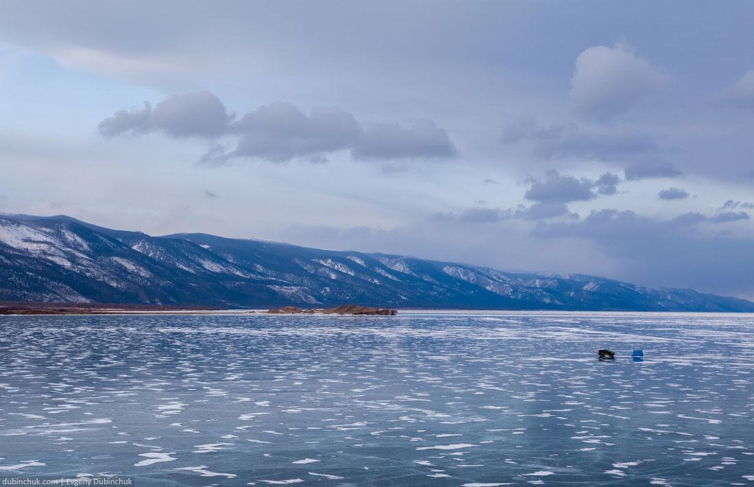 Рыбаки на Байкале зимой