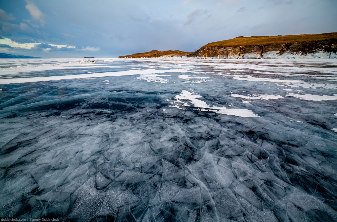 Сказочный лед на озере Байкал зимой. Majestic ice on frozen lake Baikal