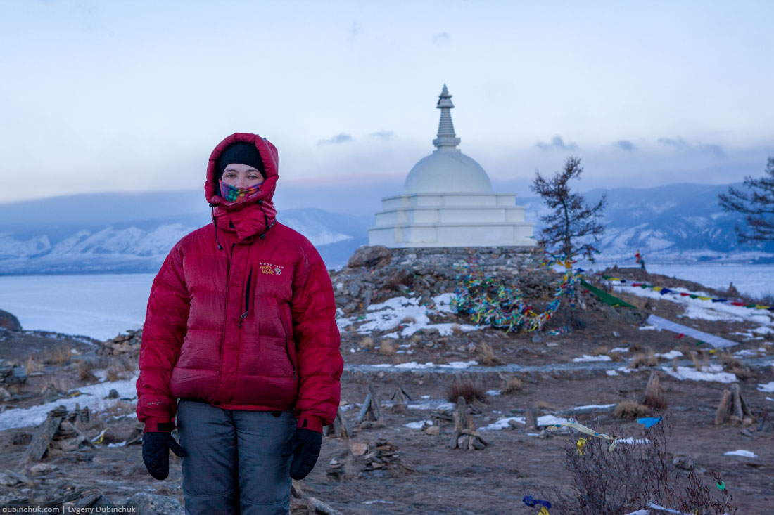 Буддийская ступа на острове Огой зимой. Байкал. Buddist stupa on Ogoi island in winter. Lake Baikal