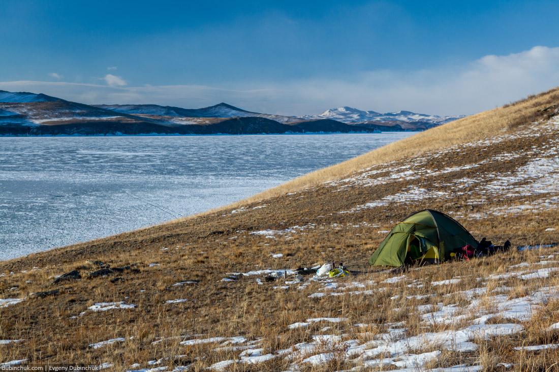 Палатка на острове Огой зимой. Замерзшее озеро Байкал. Tent on Ogoi island in winter. Lake Baikal