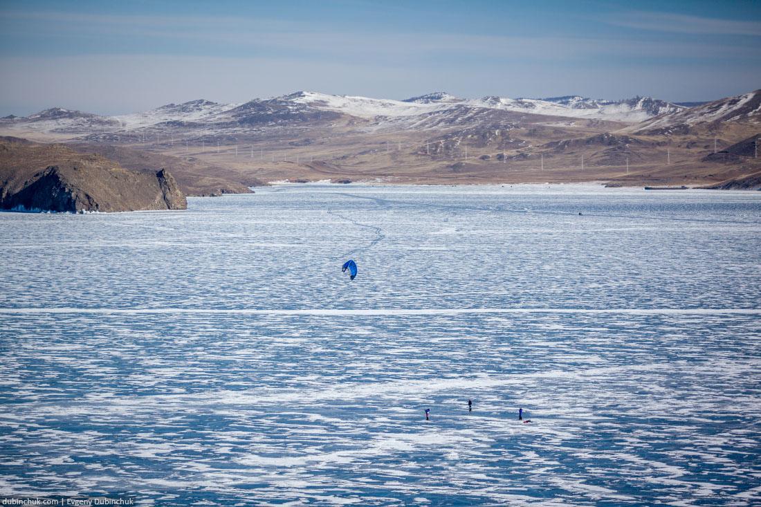 Зимний кайтинг на льду озера Байкал. Ice kiting on frozen lake Baikal in winter