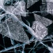Ледяные узоры замерзшего Байкала