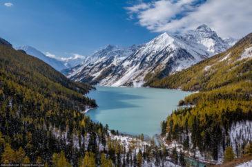 Turquoise Kucherla lake in autumn. Altai republic, Russia