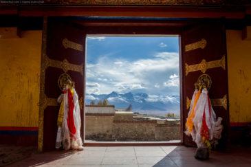 Gate in tibetan monastery