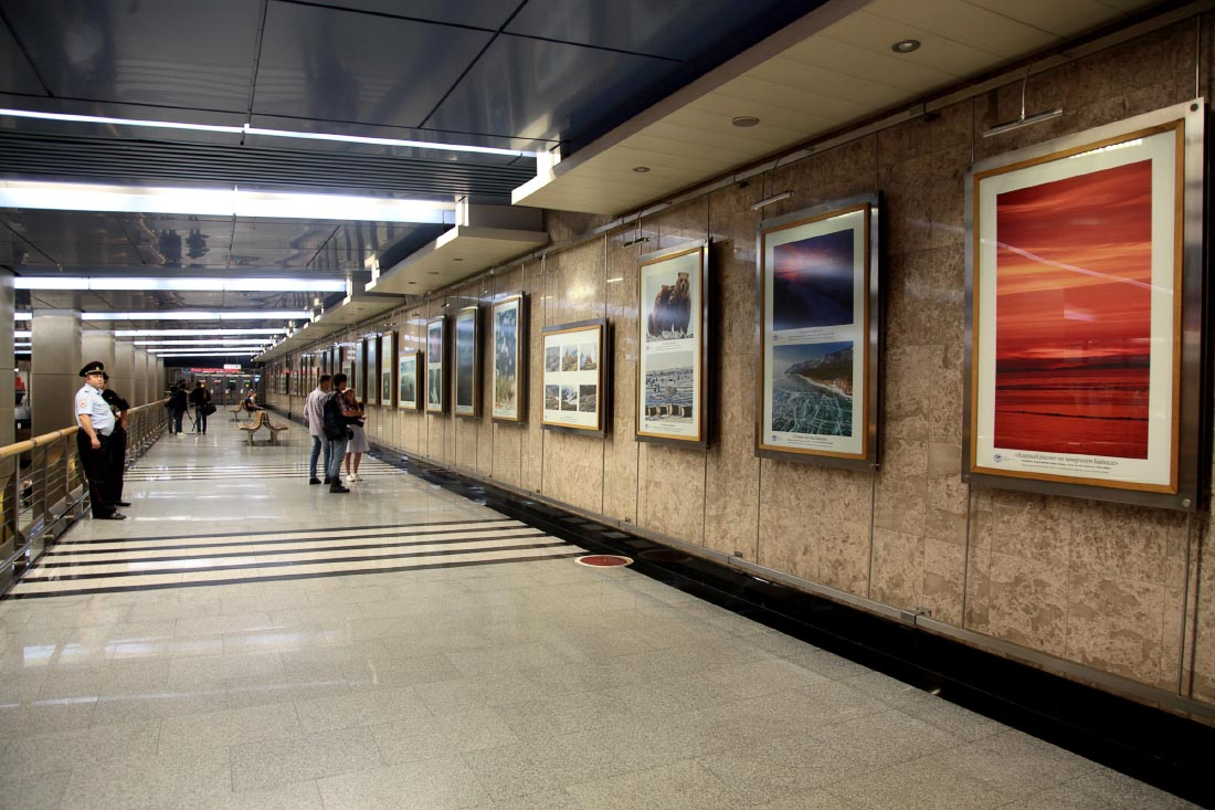 Фотовыставка РГО в Москве на метро Выставочная
